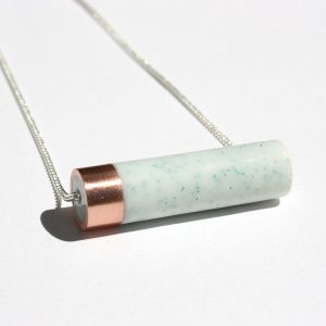 Collier menthe cuivre mica tube moderne
